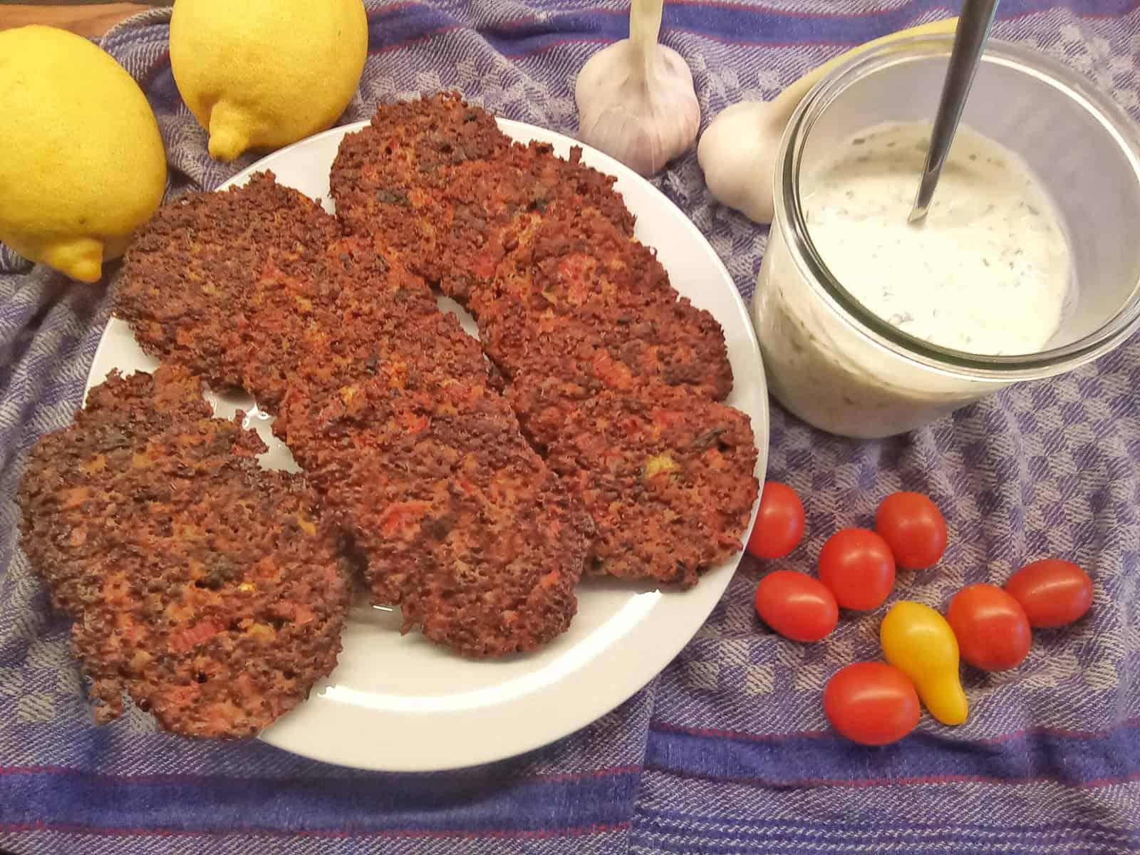 Mangold-Quinoa-Bratlinge mit Korinader-Joghurt