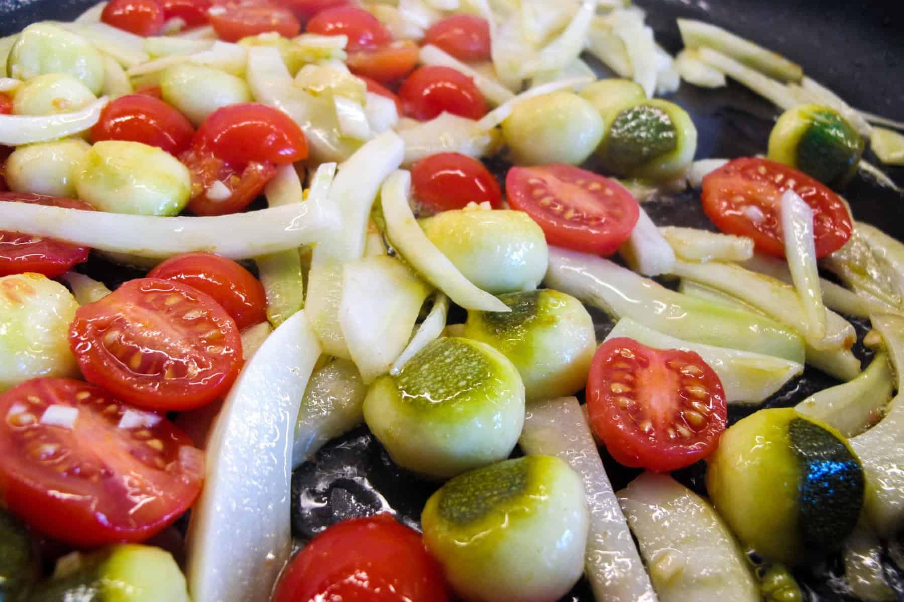 Fenchelgemüse mit Zucchini und Kirschtomaten