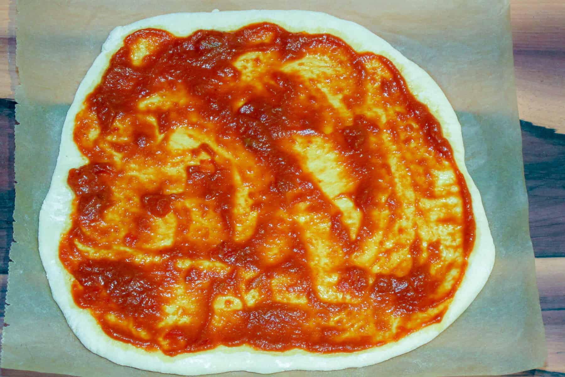 würzige Tomatensauce für Pizza