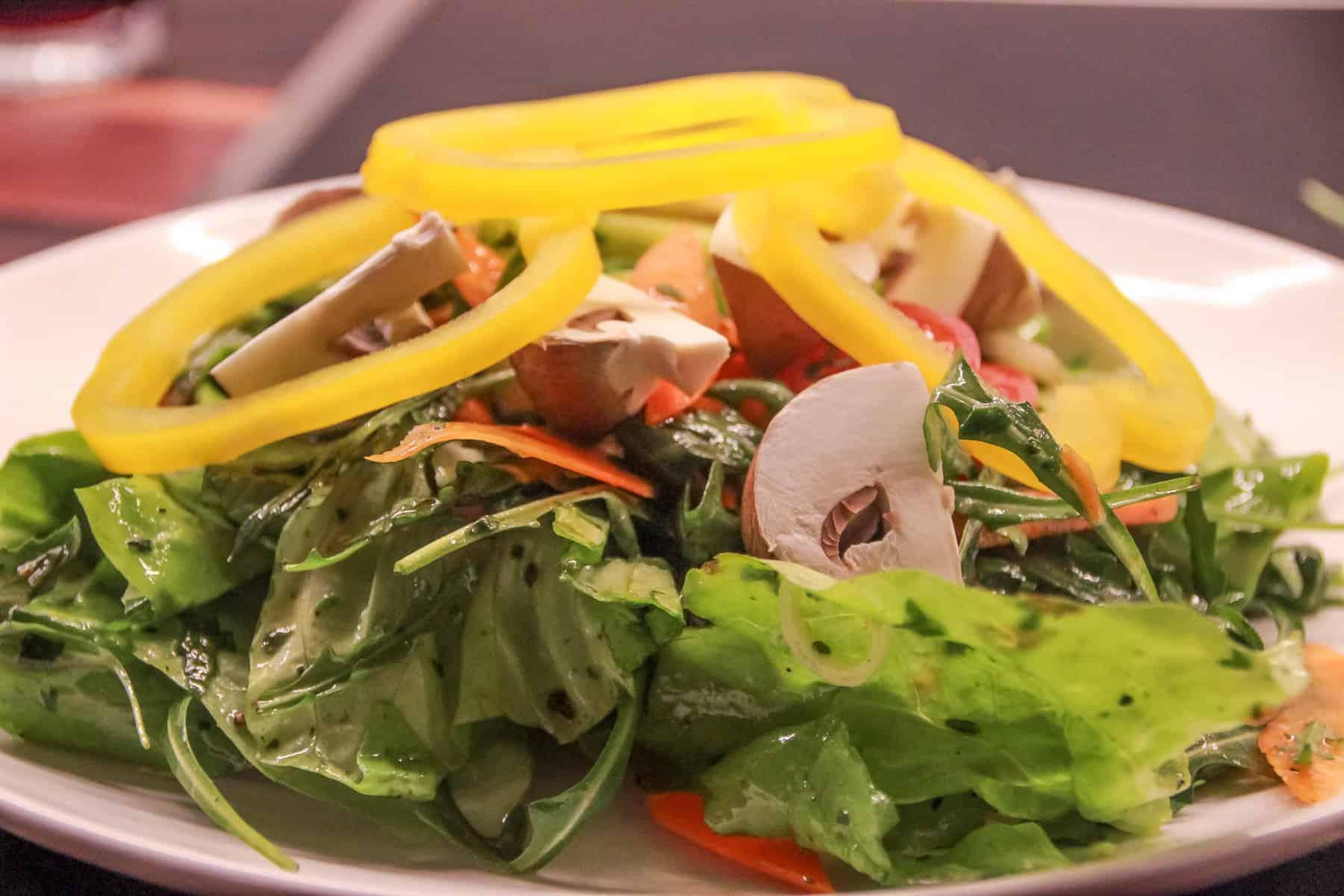bunter Salat mit Champignons